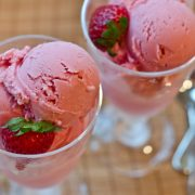 strawberry-frozen-yogurt