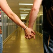 teenagers-dating-in-high-school-600x320