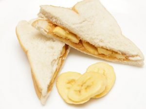 aid259702-v4-728px-Make-a-Peanut-Butter-and-Banana-Sandwich-Step-7