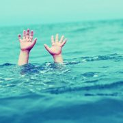 drowning-hands-toolate-allhint.ru_-1024x640