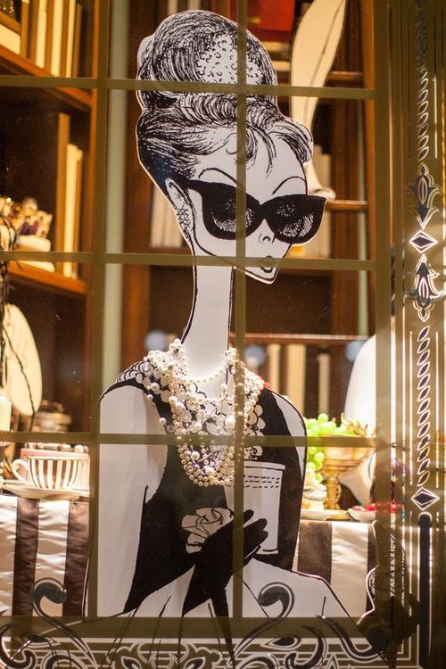 2013_11_henri-bendel-holiday-windows-thumb