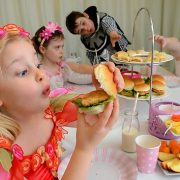 985092-healthy-kids-party-food