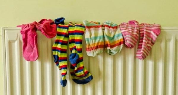 άπλωμα των ρούχων μέσα στο σπίτι