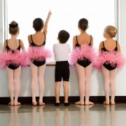 Kids-ballet-class-gender-stereotypes_1000x750