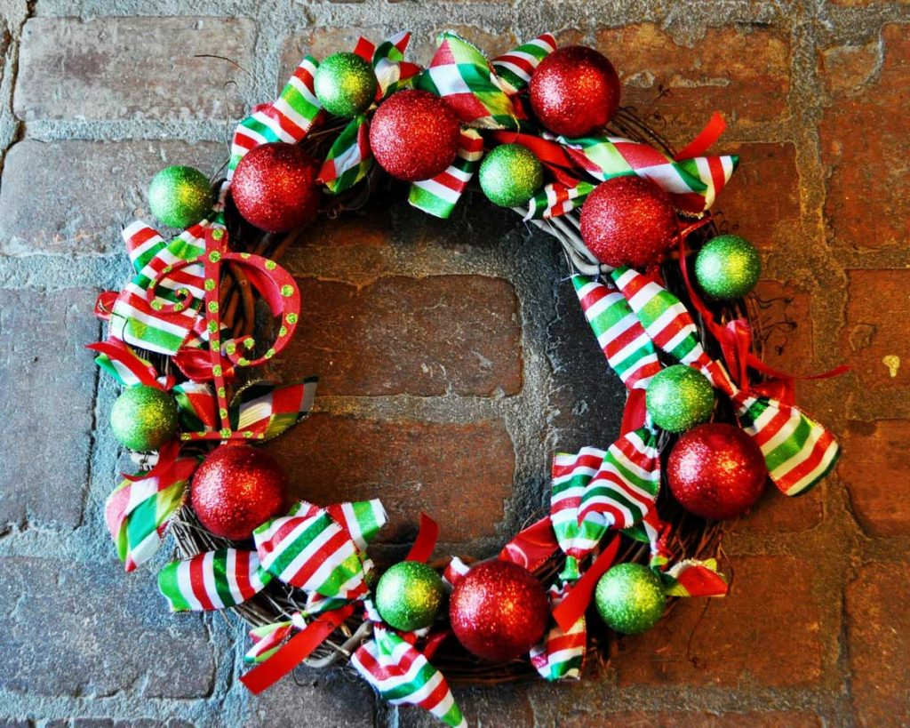 prepossessing-front-door-christmas-wreath-deco-shows-spectacular-red-christmas-ball-combine-engaging-green-christmas-ball-also-picturesque-colorful-ribbon-design-inspiration-christmas-wreaths-ideas-id