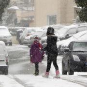 Πώς να αποφεύγουμε τα ατυχήματα αν περπατάμε στο χιόνι
