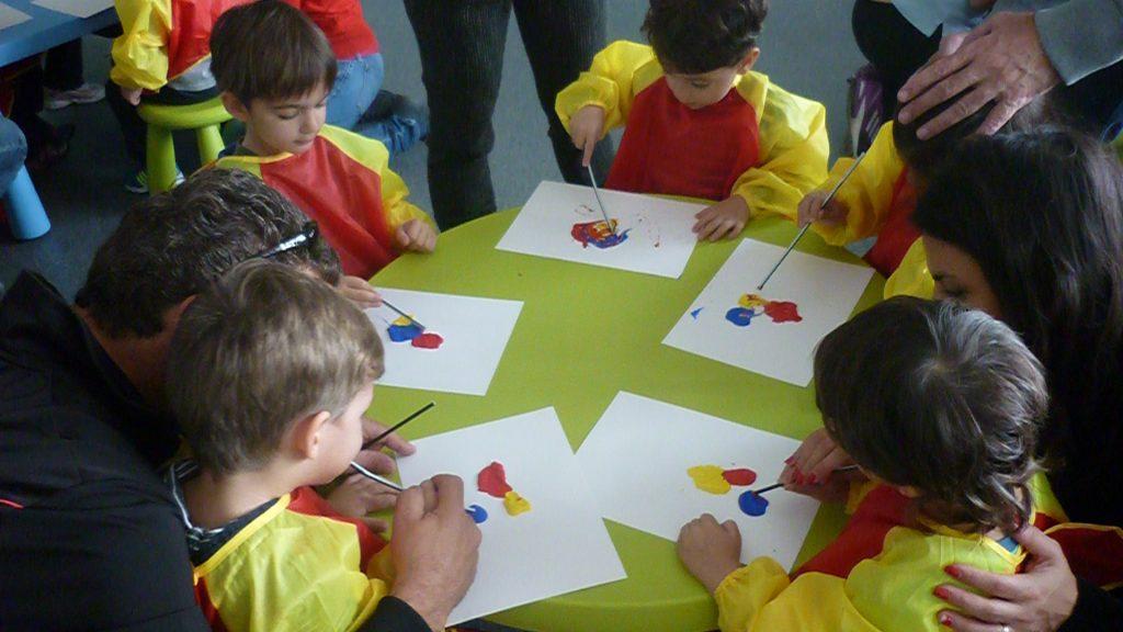 Εκπαιδευτικά προγράμματα στο Ελληνικό Κόσμο