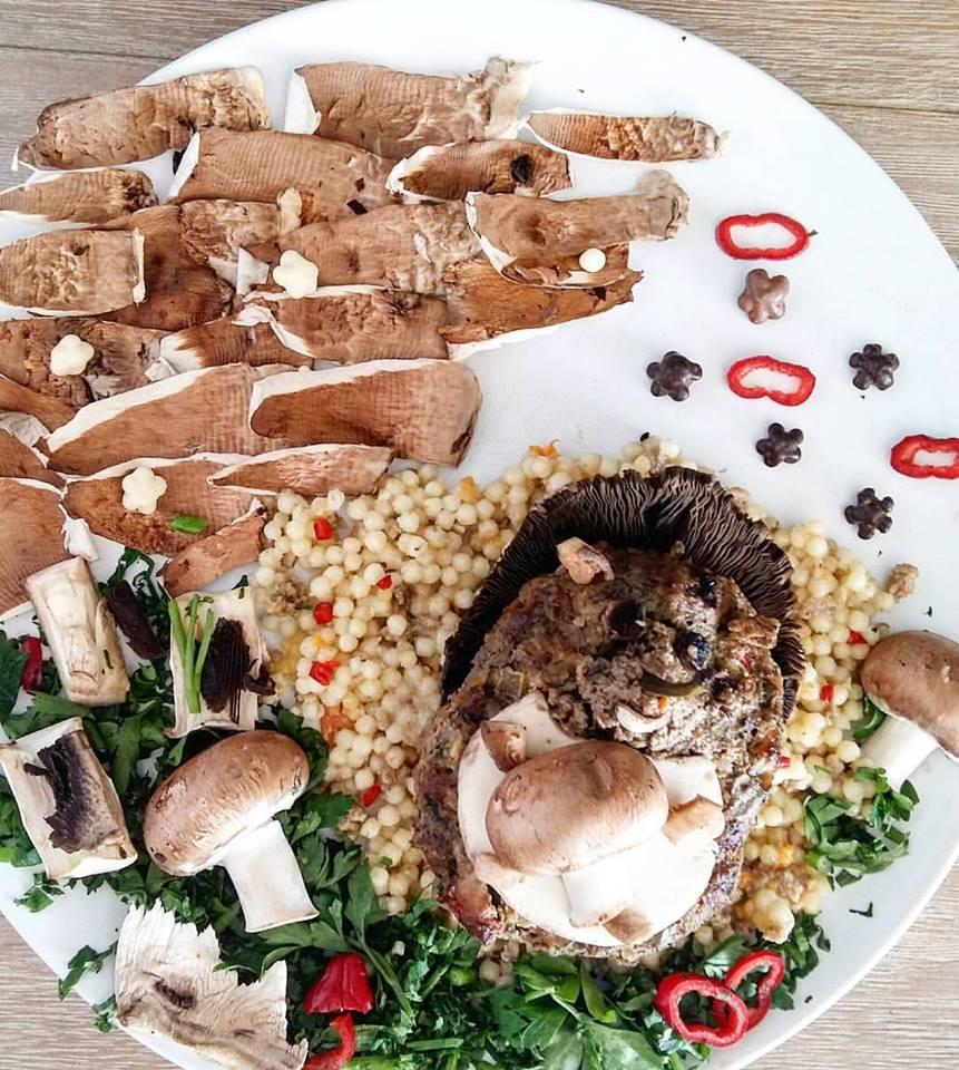 Σκαντζόχοιρος-μπιφτέκι σε κους κους με μανιτάρια