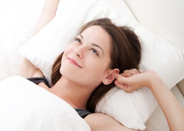 woman_bed_alarm_clock_h_645_450