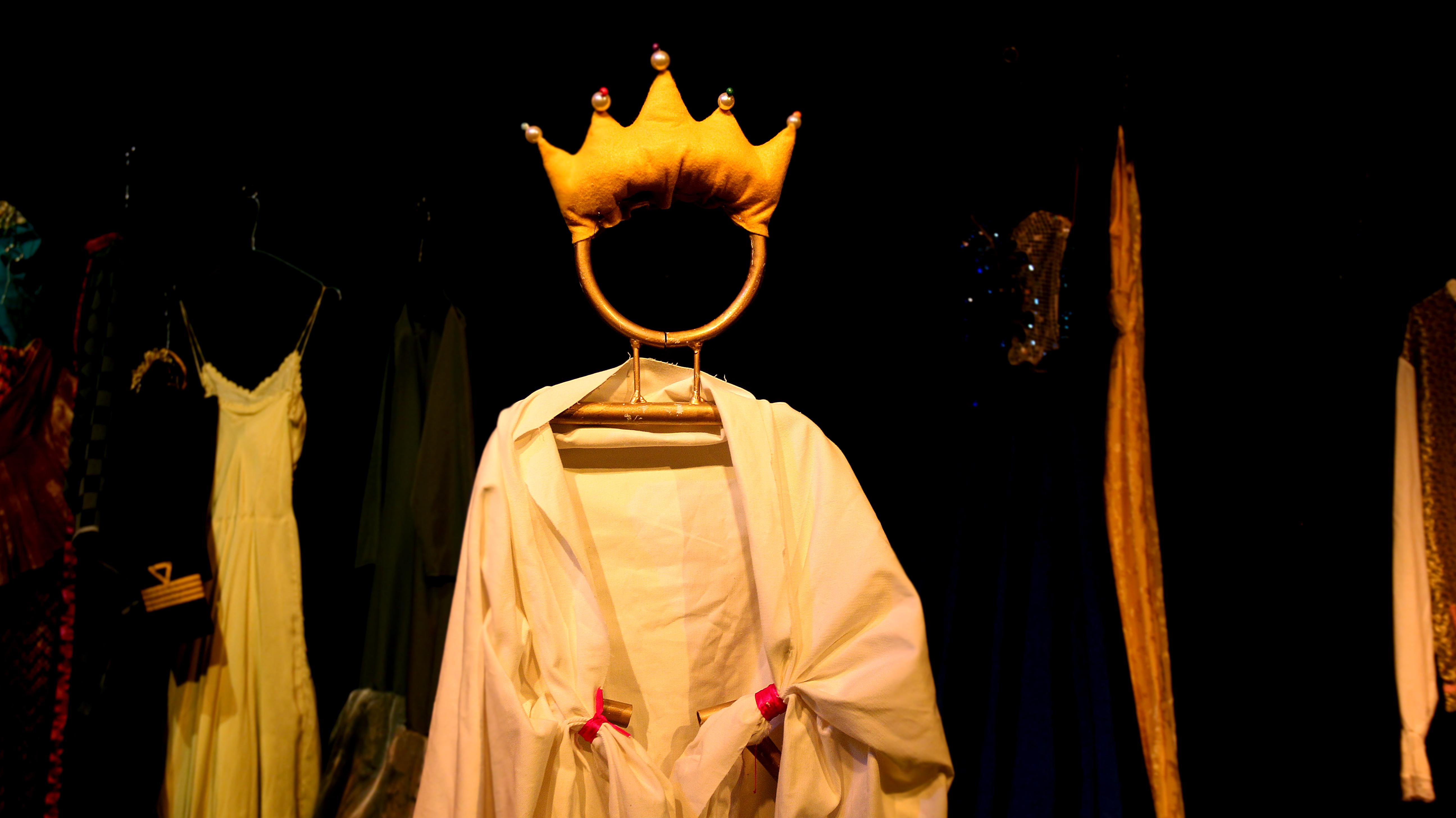 3676bfbf63a Τα Καινούρια Ρούχα του Αυτοκράτορα στο Θέατρο Βαφείο.
