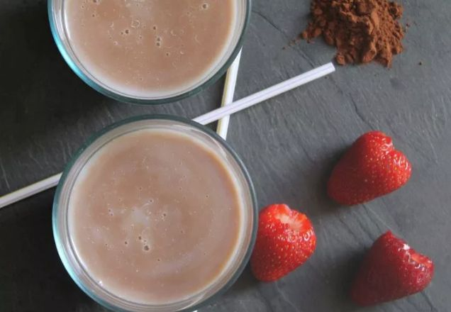 Smoothie κακάο με φράουλα για πρωινό