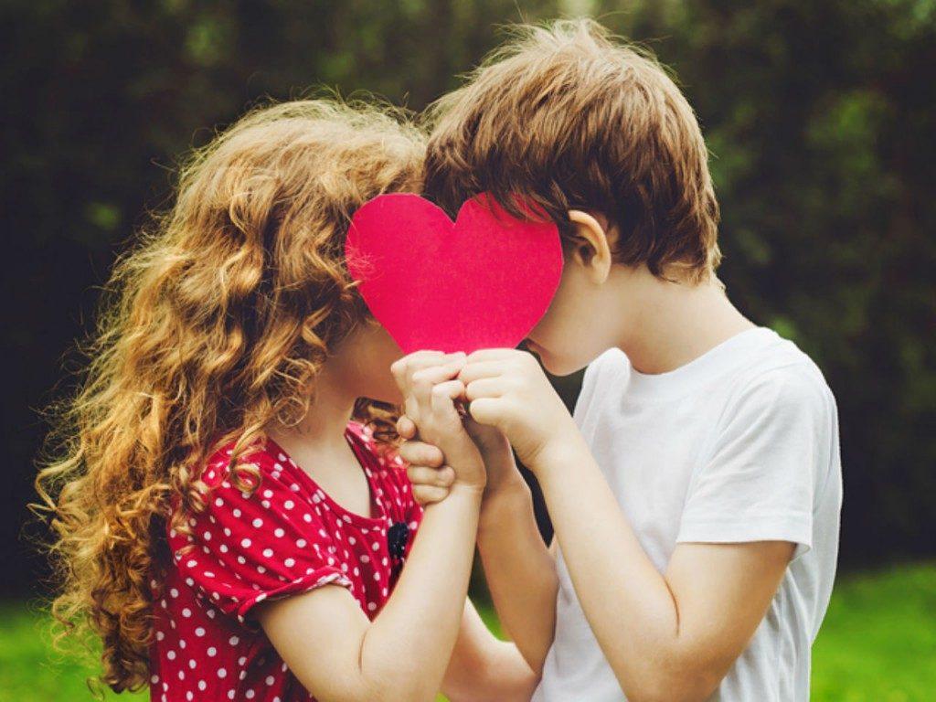 πρώτα ερωτικά σκιρτήματα των παιδιών