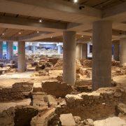 Κυκλική αίθουσα κτιρίου Ε στην αρχαιολογική ανασκαφή © Μουσείο Ακρόπολης. Φωτογραφία: Νίκος Δανιηλίδης