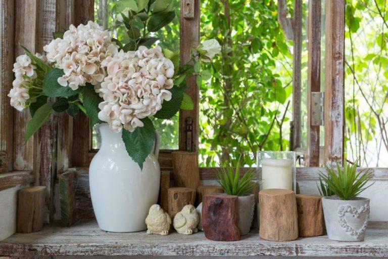 βάζο-με-λουλούδια-στο-σπίτι-768x512