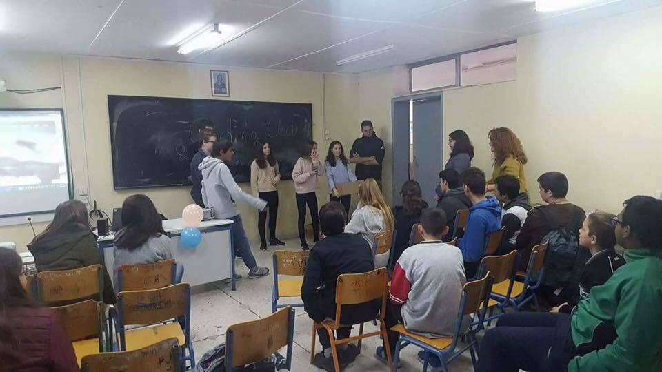Οι iRobot επισκέπτονται Γυμνάσιο Αθηνών για να μοιραστούν μαζί τους την εμπειρία τους στη ρομποτική και να τους δωρίσουν υλικά ρομποτικής