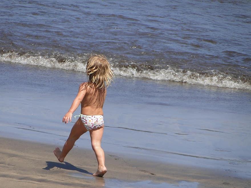 happy-the-little-girl-beach-sea-sand-holidays-summer-child