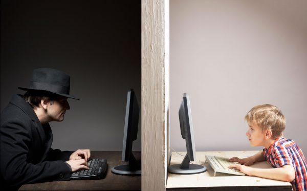 διαδικτυακή αποπλάνηση ανηλίκων